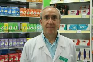 Farmacéutico de Murcia que aconseja para eliminar piojos a madres y padres