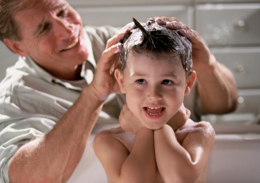 Lavar cabeza champu antipiojos
