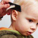 Elimina piojos peinando el cabello